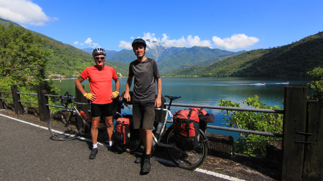 Bike-tour-around-yilu-lake-taiwan